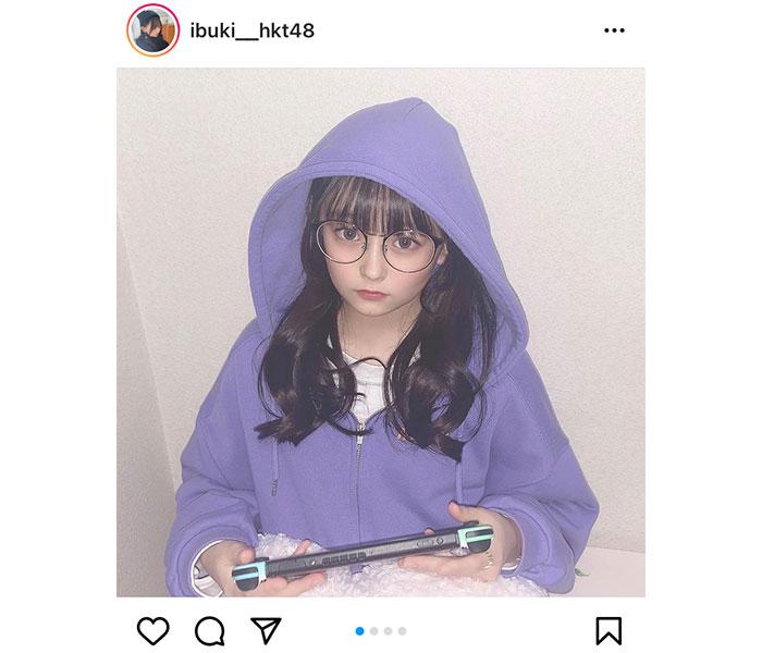 HKT48 石橋颯、パーカー女子のラフスタイルで「あつ森」プレイ!「いぶちゃん最高に可愛い」