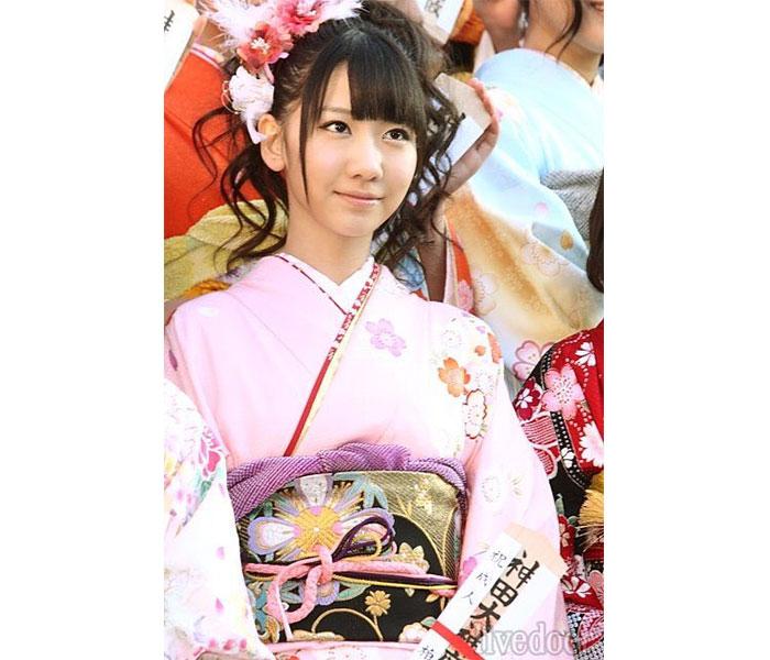 AKB48 柏木由紀、ハタチの振袖姿を公開し新成人へメッセージ「笑って振り返られる未来が待っていますように」