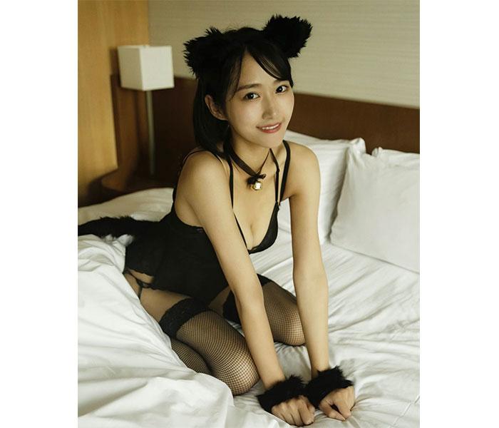 川瀬もえ、セクシーすぎる黒猫グラビアに歓喜の声!