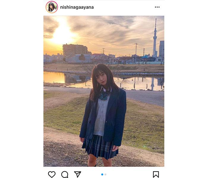 西永彩奈、まるで放課後のような制服姿で青春ワンシーン