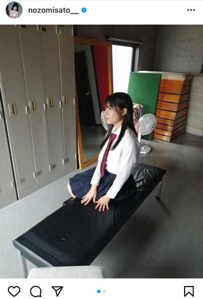 佐藤望美、ロッカールームで・・・。制服脱ぎ捨てあらわになる白ビキニ!