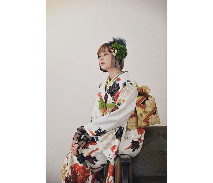 玉城ティナ、横顔美麗な振袖ポートレートを公開「2021年も生き抜いていこうね」
