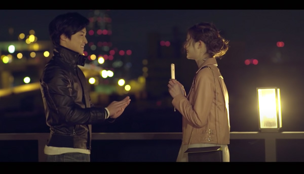 HANDSIGN、『僕が君の耳になる』MVで主役を務めた足立梨花と対談!