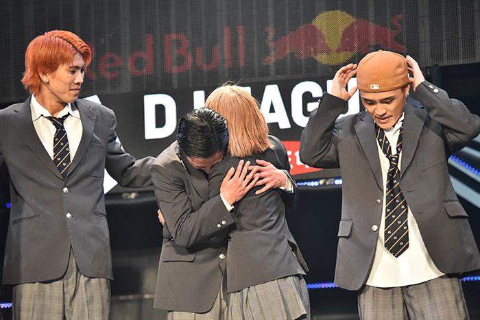「D.LEAGUE」オフィシャルチーム・avex ROYALBRATS、青春感溢れる制服ダンスがその楽曲と共に話題に!