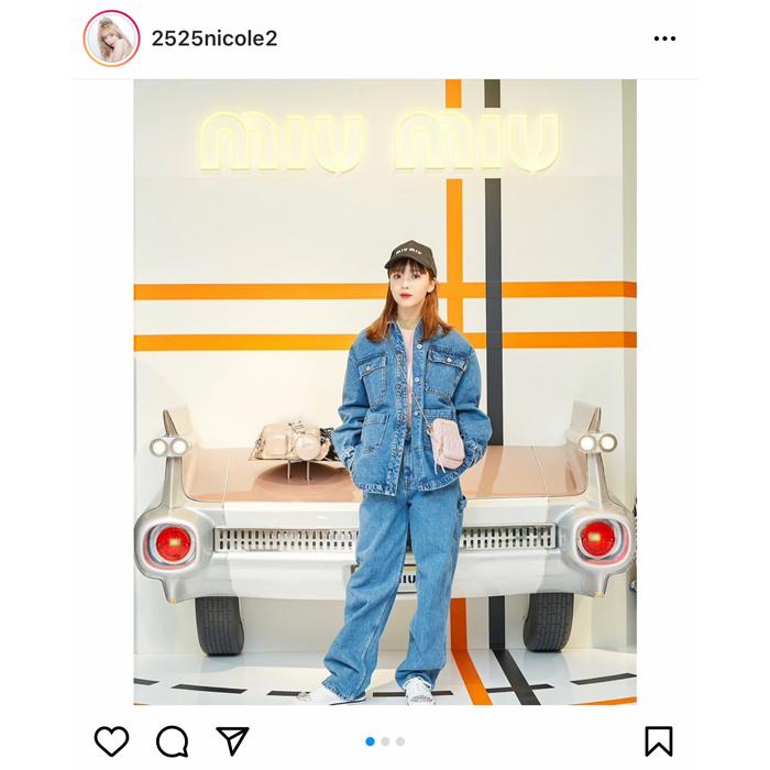 藤田ニコル、MIUMIUのデニムセットアップを着こなすショットを公開!「なんでも似合うやん」