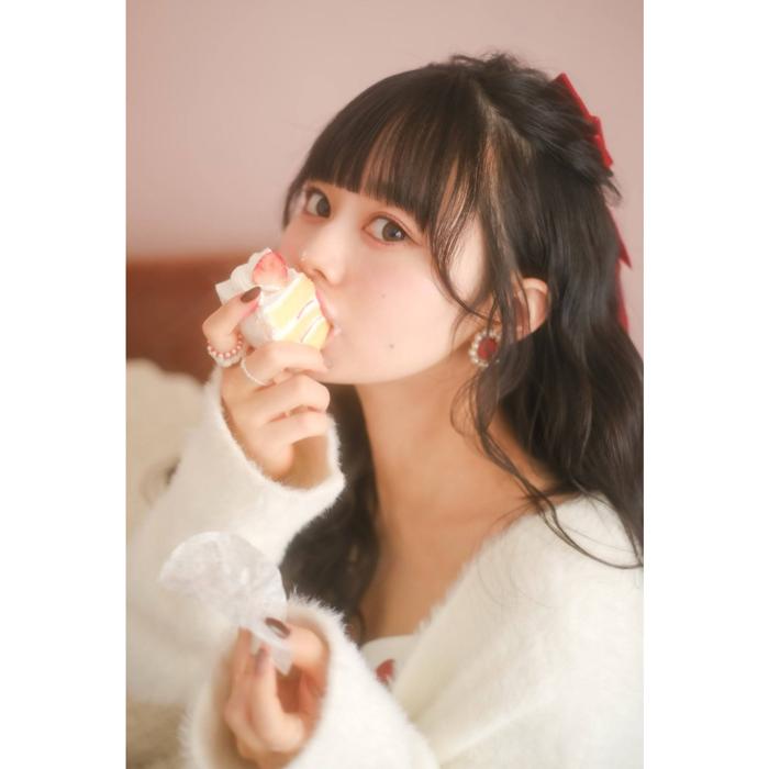 近藤沙瑛子、ショートケーキをほおばるキュートな姿にファン歓喜!「最高のバレンタイン」