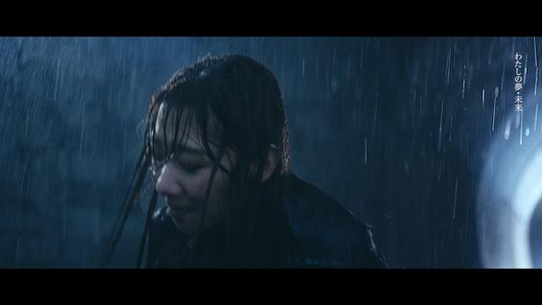 柏木由紀、土砂降りの雨に打たれる7年5ヶ月ぶりのソロシングルMV解禁