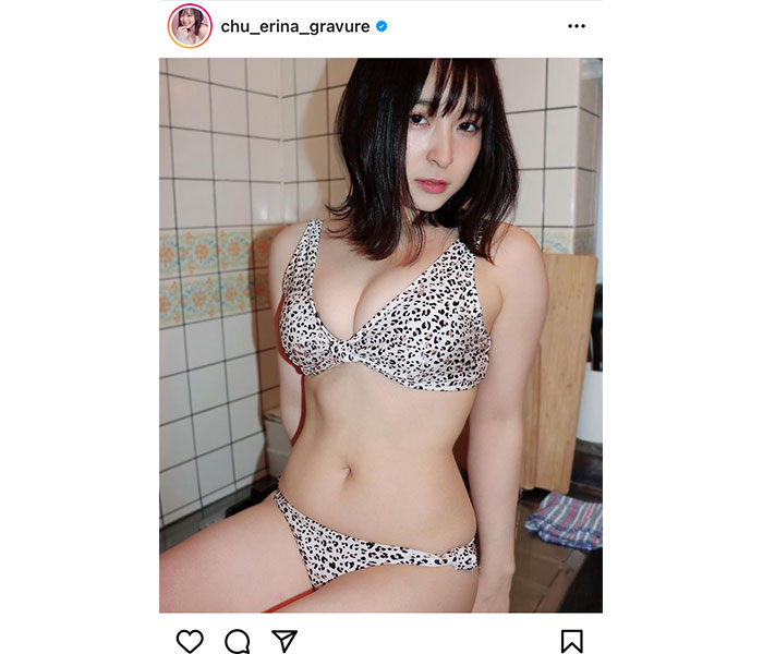 中崎絵梨奈、新感覚のキッチングラビアでくびれボディを披露!