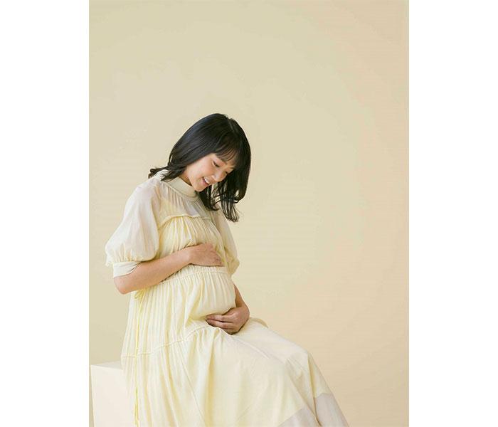 竹内由恵アナが「たまごクラブ」表紙に登場!妊娠9カ月の姿で「一緒に写る幸せを噛みしめていました」