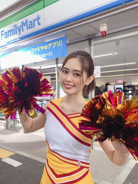 竹内舞&梅本まどか、元SKE48同期がファミリーマートCMで奇跡の共演!「これは神過ぎる」