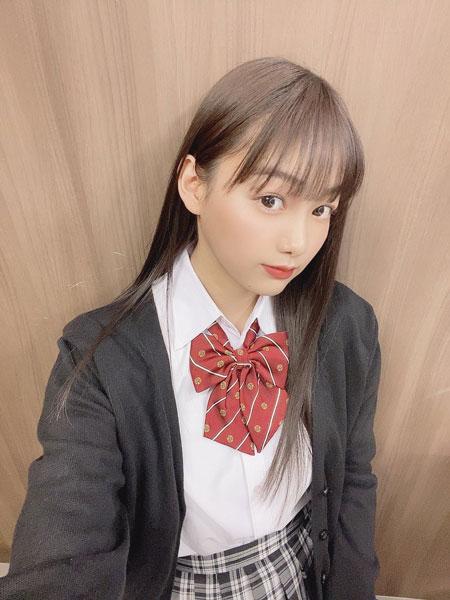 吉澤遥奈、制服姿の自撮りショットにファン歓喜「マジで可愛い!」