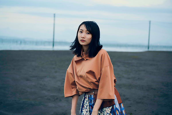 フジファブリック、アルバム『I Love You』リリース記念生配信での幾田りらとのアコースティックセッション映像を公開。