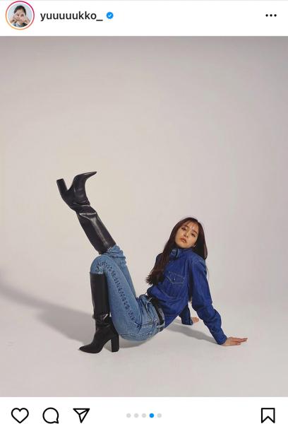 新木優子、スタイルブックからデニムコーデをチラ見せ「脚長い!」「似合ってる素敵」