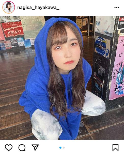 早川渚紗、上目遣いで見つめるパーカーコーデが可愛すぎる!