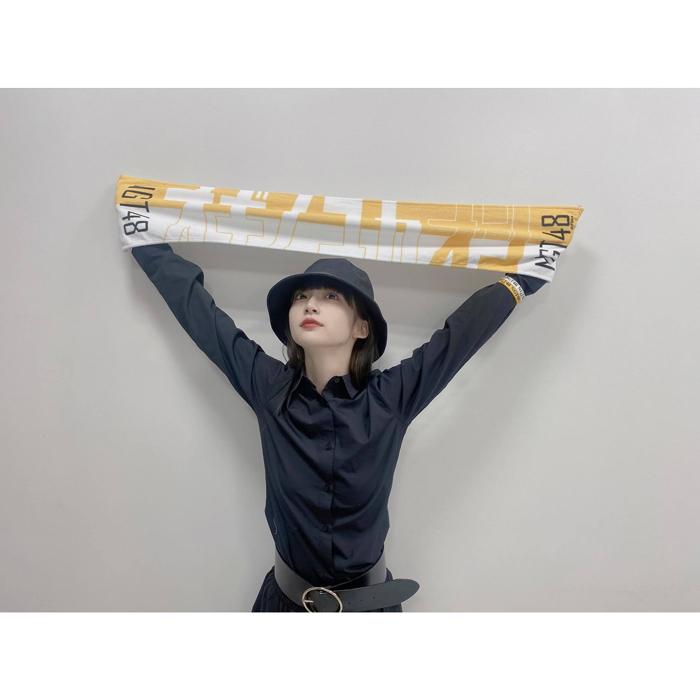 NGT48 荻野由佳、メンバーカラーの新グッズを紹介!「忘れずに買いました!!」