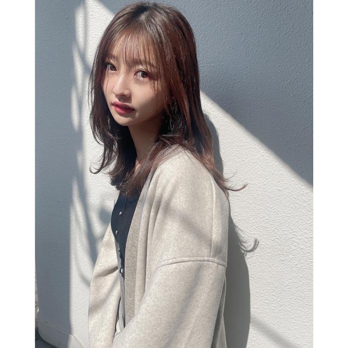 橋本萌花、光と影が印象的なスタイリッシュなポトレを公開!「萌花お姉さま美しい」