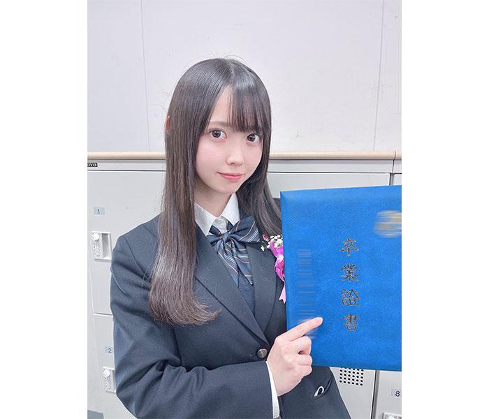 ラストアイドル 松本ももな、高校卒業報告でラスト制服を披露「皆さんに支えられて卒業を迎える事が出来ました」
