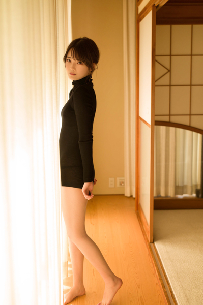 新谷姫加、赤ビキニで魅せるヘルシー美ボディを披露!「週プレ」ゼロイチジャック号でソログラビア