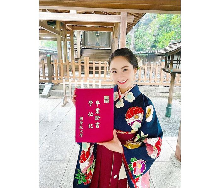 平祐奈、國學院大學卒業を袴姿で報告「新たなステップへと羽ばたいていきたい」