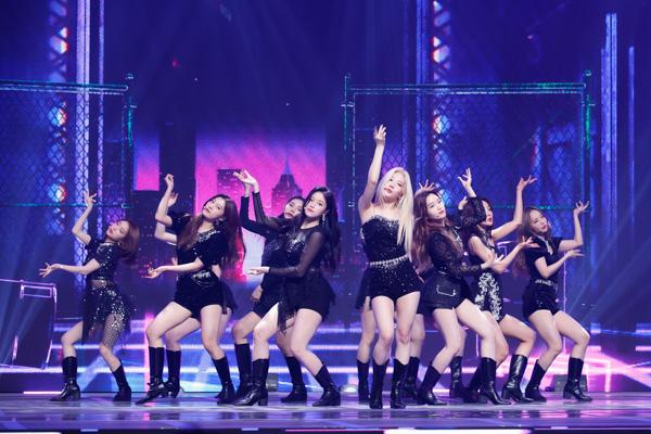 【写真特集】LOONA(今月の少女)『KCON:TACT 3』で圧巻のダンスパフォーマンス!