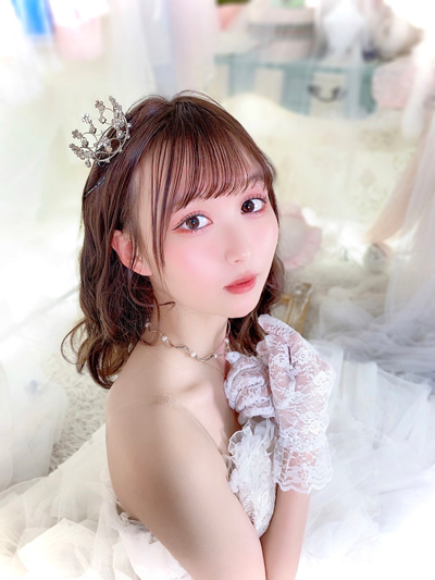 ふわふわ 中野あいみ、20歳の誕生日にお姫様ルックで登場!「ほんとに可愛い…そして美しい」
