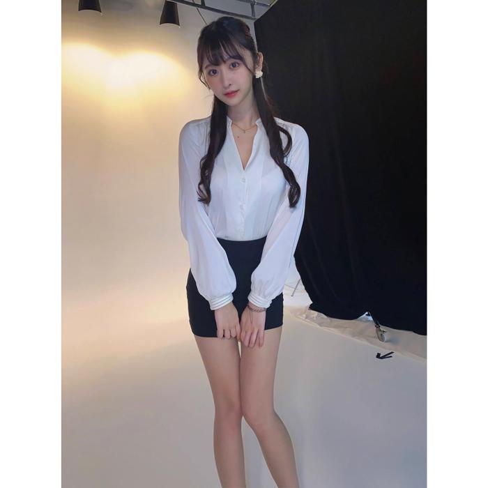 真島なおみが美人秘書コスで悩殺!「こんな秘書いたら仕事にならない」