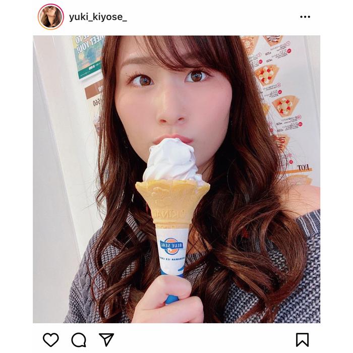清瀬汐希が肩だし私服でアイスをぺろり!「朝から可愛い」