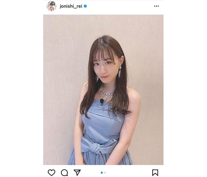 NMB48 上西怜、淡いブルーのドレスコーデで放つ大人の魅力!