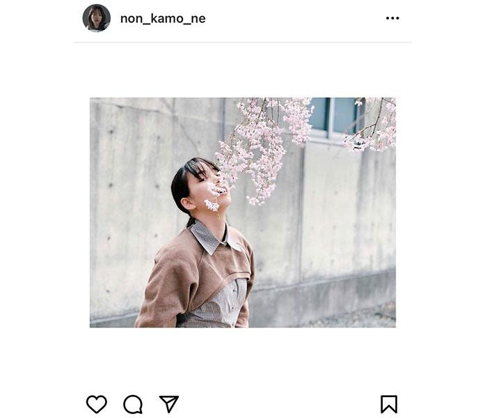 のん、公開した桜ポートレートが「花より綺麗」と話題