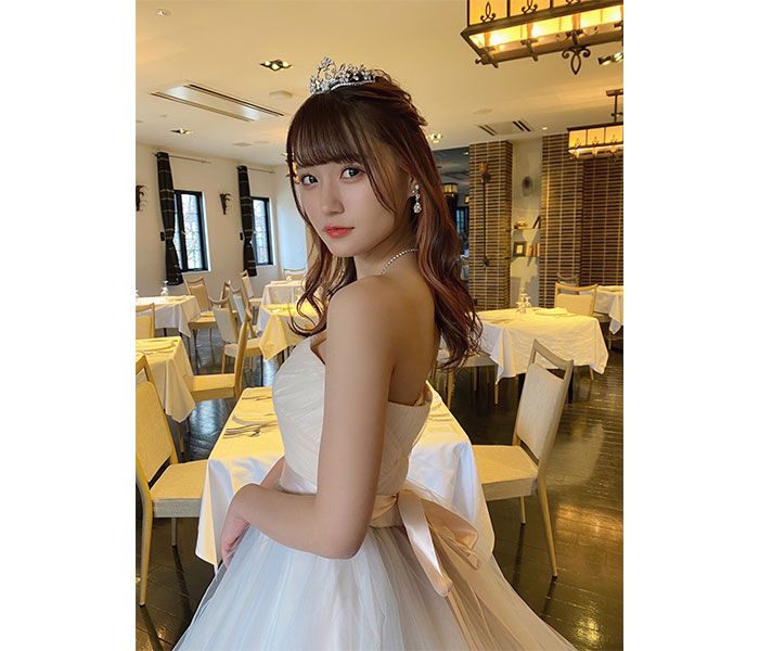 SKE48 中野愛理、背中見せの純白ドレスコーデで魅了「美しすぎます」「お父さん、涙が出ちゃう」