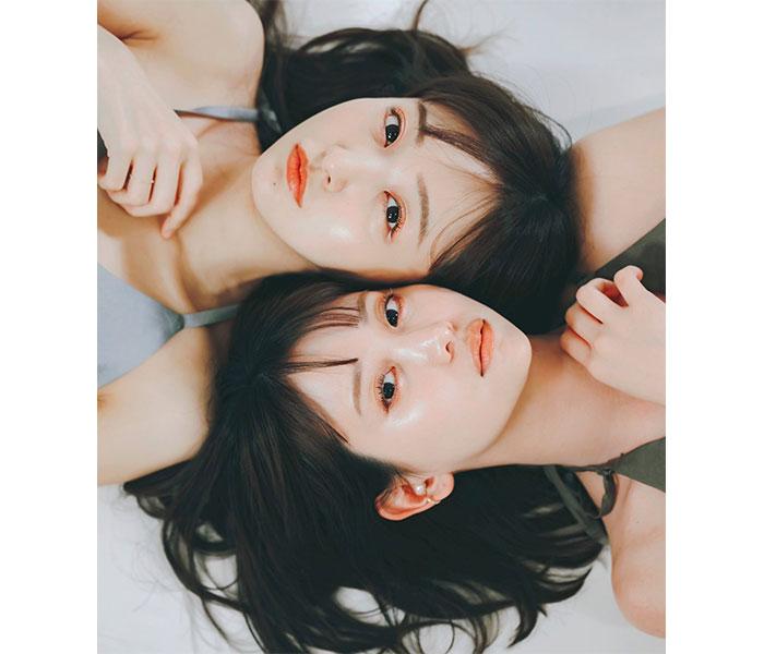 永尾まりや、板野友美と2ショットで透明素肌を披露!