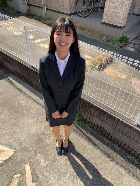 豊田ルナ、スーツ姿で大学の入学式に出席