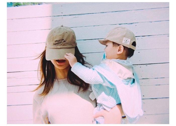 """『まめ夫』高橋メアリージュン、1歳の甥っ子を抱っこした""""充電完了""""ショット &第2話 のセリフに共感コメントも!!「分かるー(笑)」「今後数えちゃいますね」「泣く」"""