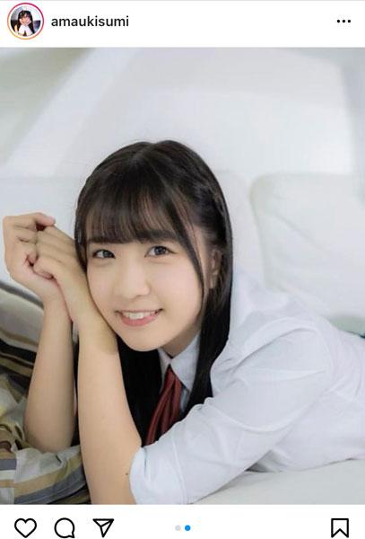 「#2i2(ニーニ)」天羽希純、制服姿であらわなメリハリ美ボディに釘付け!