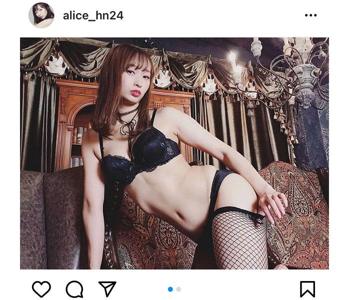 日野アリス、網タイツがセクシーすぎる黒ランジェリー姿を公開!