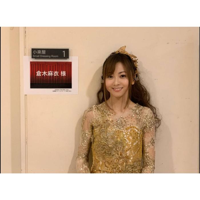 倉木麻衣が「天使のような」ドレス姿のオフショットを披露!