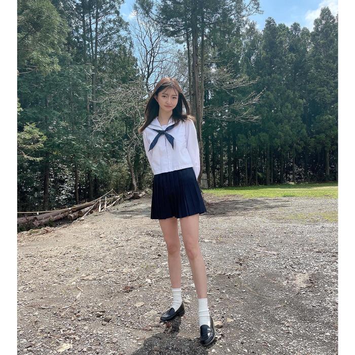 橋本萌花、セーラー服姿でスレンダーな美脚を披露!「可愛いすぎです」