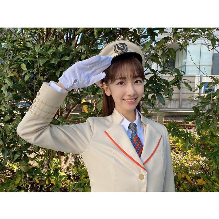 AKB48 柏木由紀がロマンスカーで「神イベント」を開催!車掌姿で敬礼!