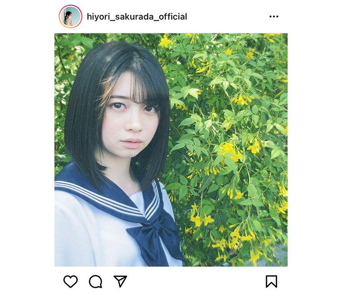 桜田ひより、透明感あふれる視線で見つめるセーラー服ショット!