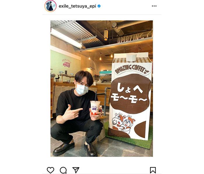 EXILE TETSUYA、「しょへモ〜モ〜」を手にした微笑みショット公開