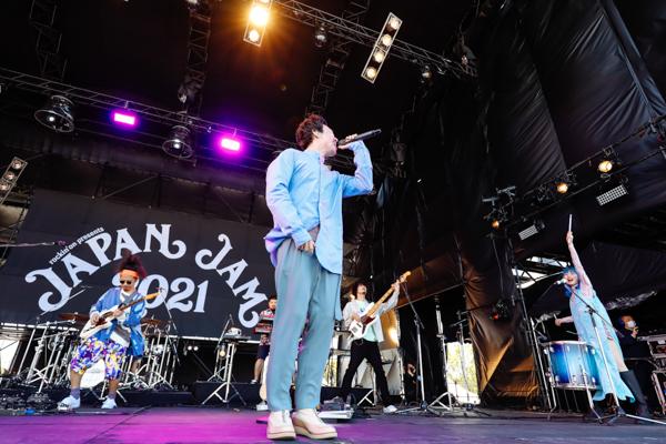 【ライブレポート】Awesome City ClubがLOTUS STAGEのトップバッターで登場!人気曲「勿忘」を含む7曲を披露。<JAPAN JAM 2021>