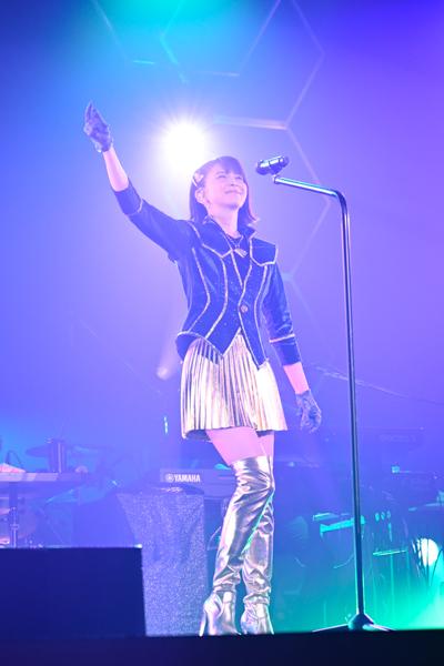 森高千里、超ミニスカート姿でヒット曲「渡良瀬橋」の舞台・足利市民会館からコンサートツアースタート!