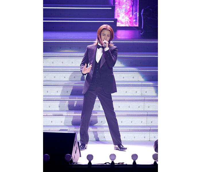 氷川きよし、中野サンプラザでコンサートで8日発売のニュー・アルバム「南風吹けば」の収録曲を披露!