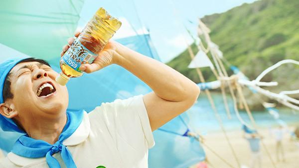 TUBE・前田亘輝がサントリー新CMに出演!「あー夏休み」 自身初の替え歌熱唱を披露!