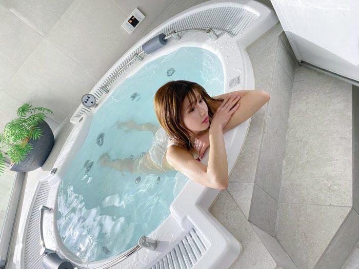 谷川愛梨、オトナの色気溢れる入浴ショットにファンドキドキ
