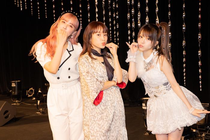 【ライブレポート】高橋愛、田中れいな、夏焼雅による新ユニット結成『およげ!たいやきくん』をカヴァー