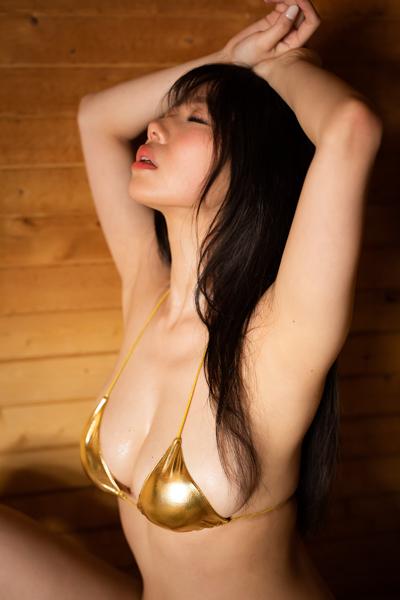 鈴木ふみ奈、ギリギリを攻める過去最大露出の写真集が発売!