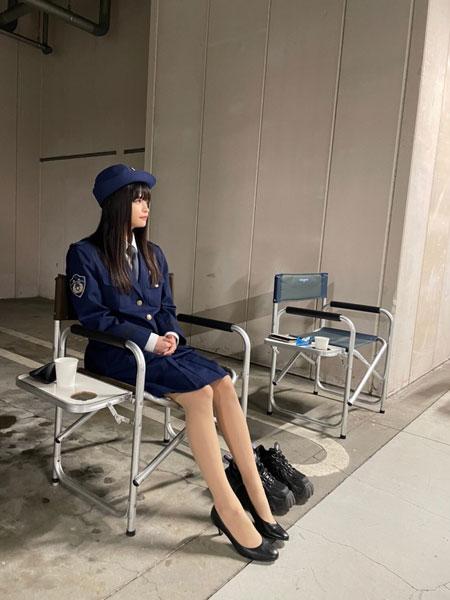 景井ひな、婦警役で『捜査一課長』に出演 笹川刑事部長と動画で共演