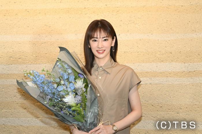 ドラマ『リコカツ』クランクアップ 主演・北川景子「等身大の役を演じられて楽しかった」