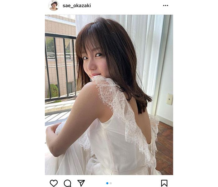 岡崎紗絵、「天使じゃん!」透明感放つ美背中にうっとり